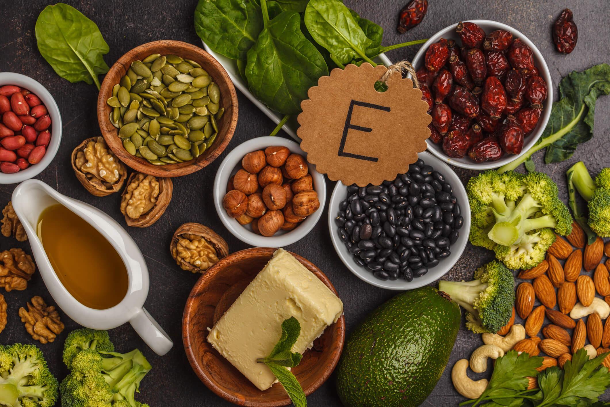 Bra mat med vitamin E - tokoferol som är bra för att bli brun snabbt